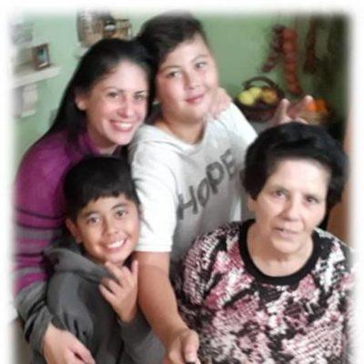 Lorna ma' ommha Marija, u ż-żewġ neputijiet, Cyrus u Oscar. Lorna with her mother, Marija and her two nephews, Cyrus and Oscar.